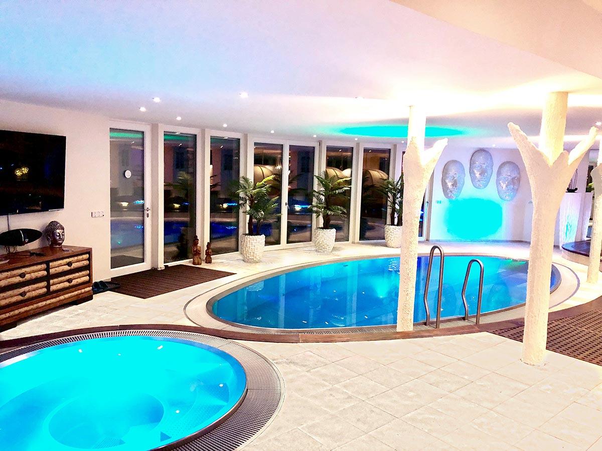 fotogalerie luxfit private spa wellness sauna massage in stuttgart. Black Bedroom Furniture Sets. Home Design Ideas